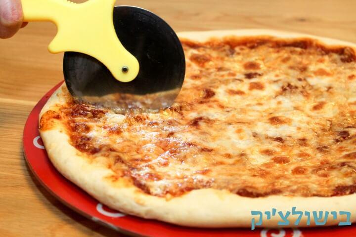 מתכון לפיצה עם בצק דק