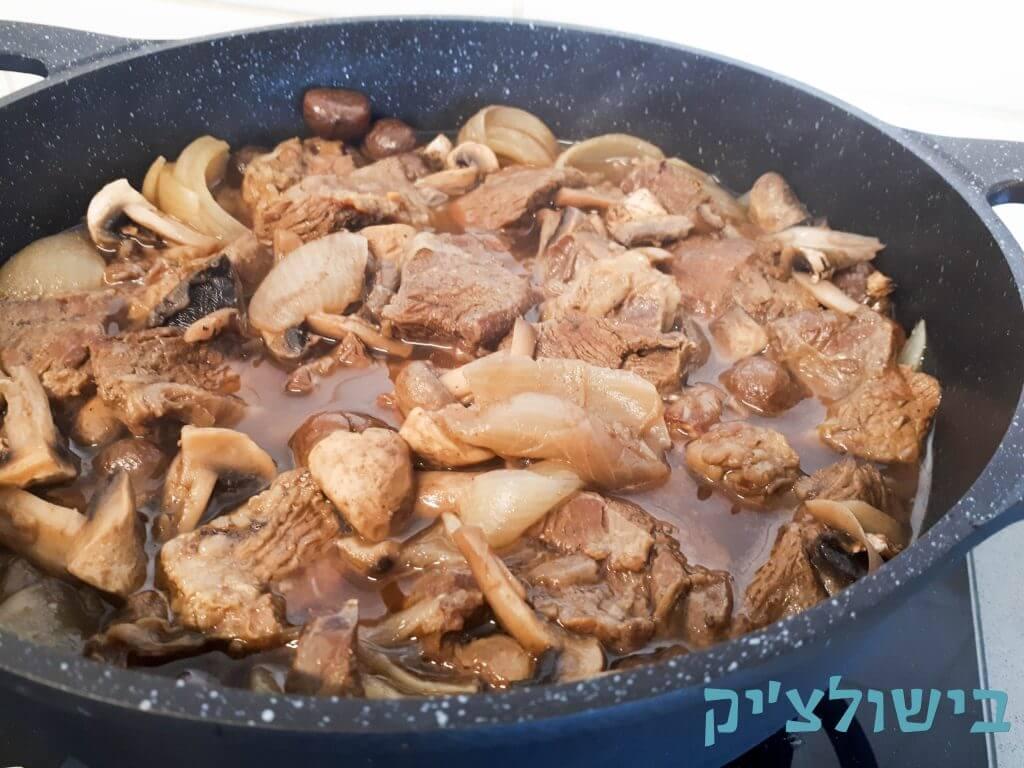 תבשיל בשר עם פטריות וערמונים