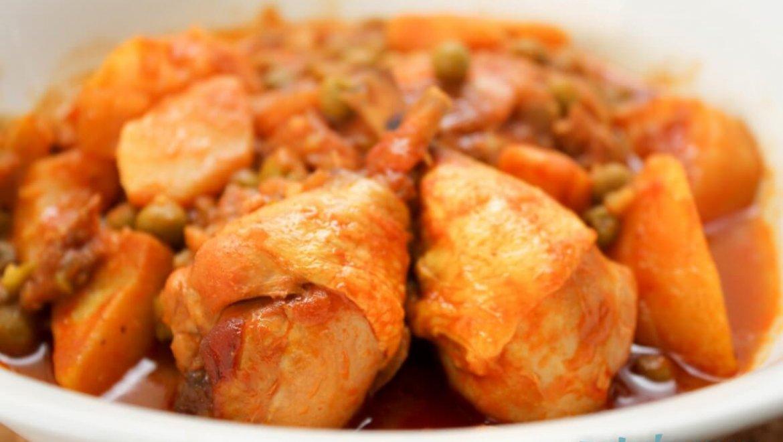 תבשיל עוף עם תפוחי אדמה ואפונה